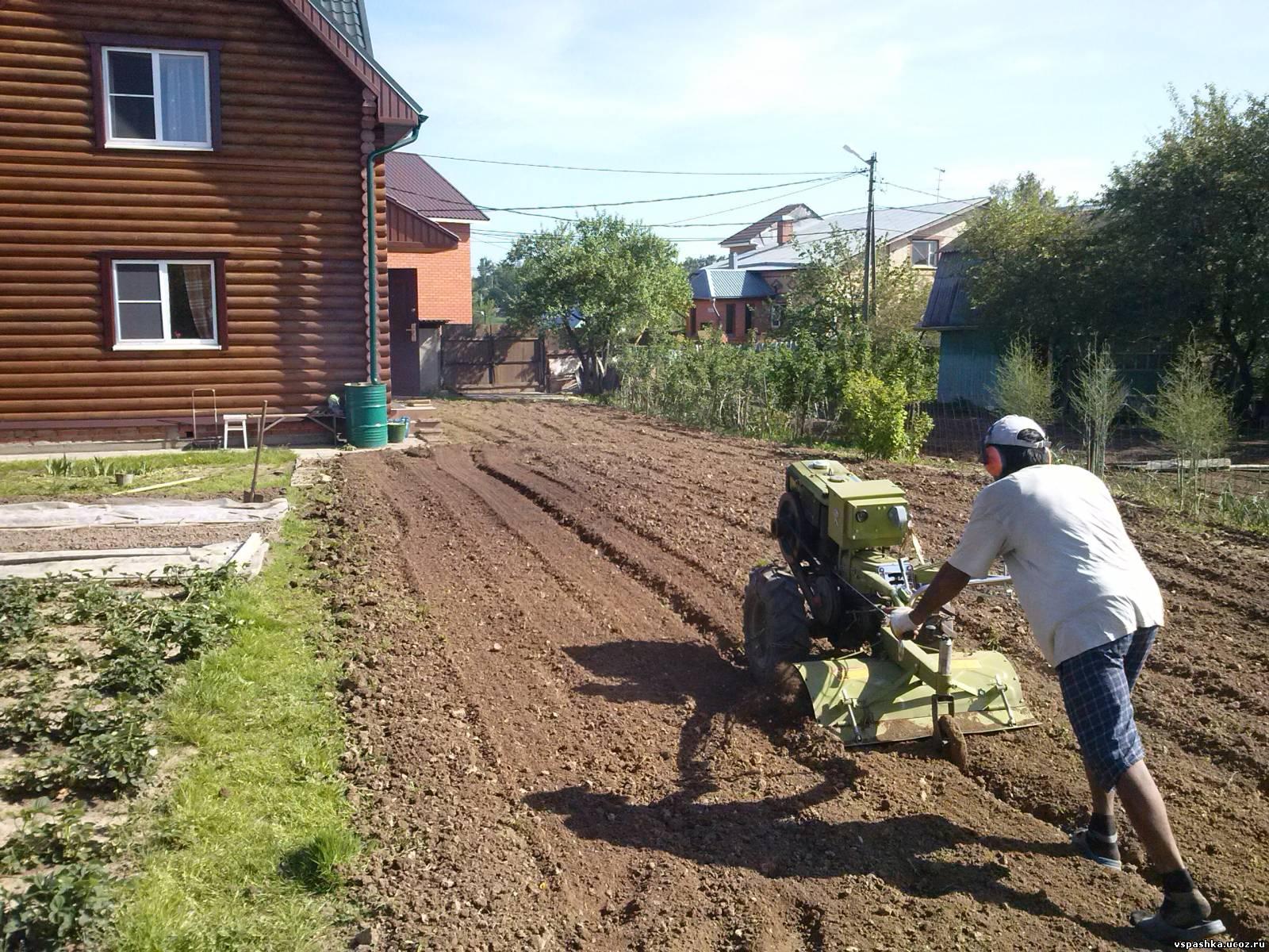Вспашка земли мотоблоком в Москве и области