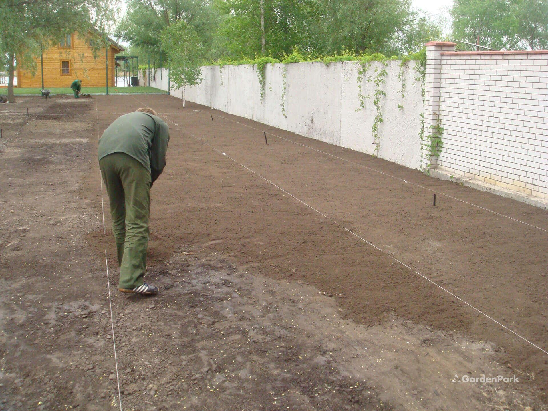 Подготовка земли под газон в Москве и области
