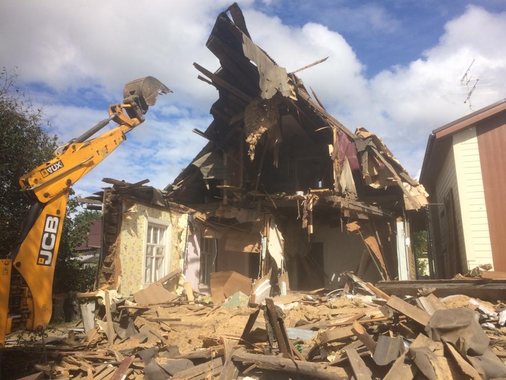 Снос и демонтаж дачных домов в Москве и области