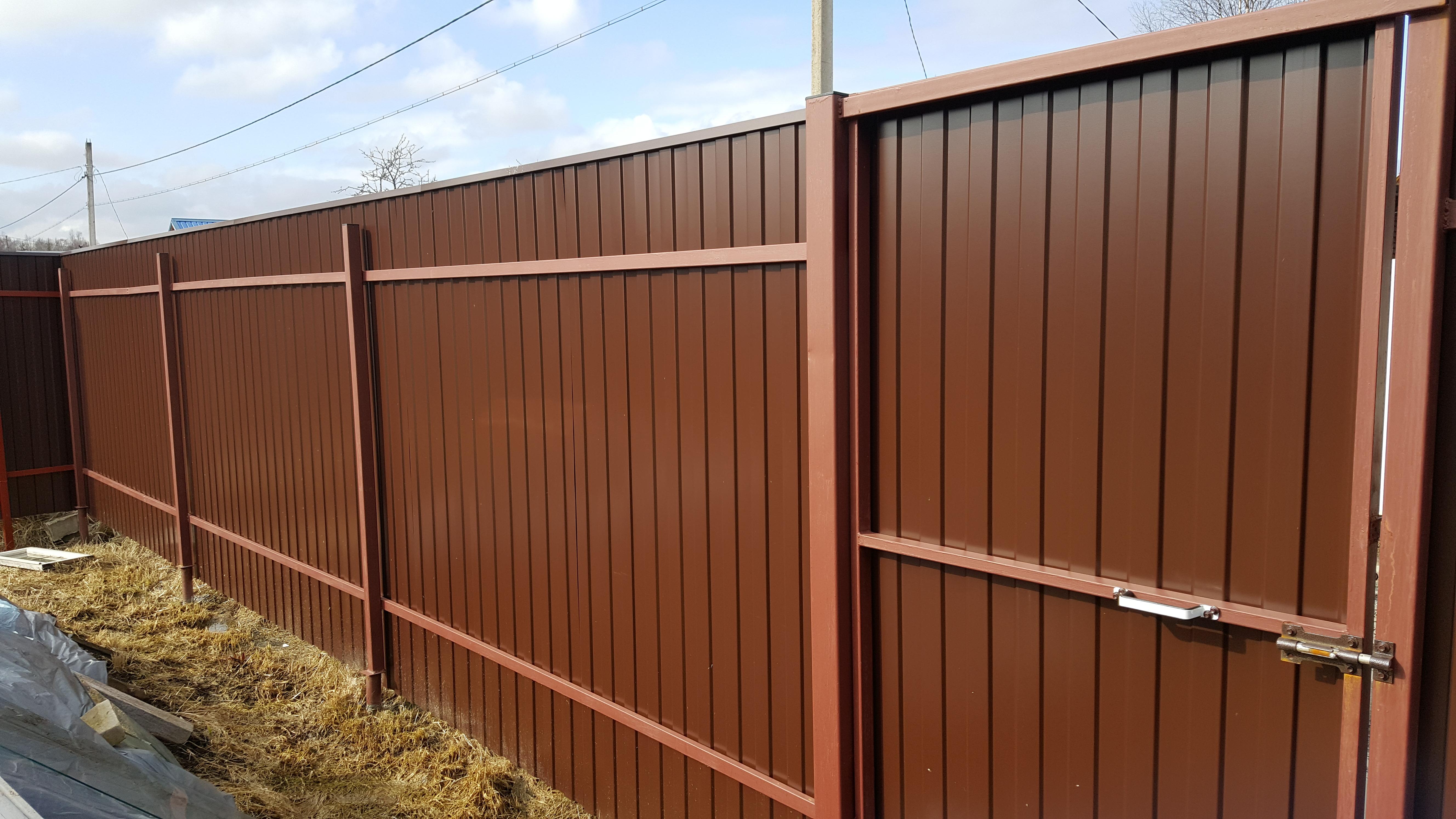 Забор из профнастила с двухсторонним полимерным покрытием RAL 3005 6005 8017 на 3-х и 4-х металлических лагах: Столбы 60*60*2 в Москве и области
