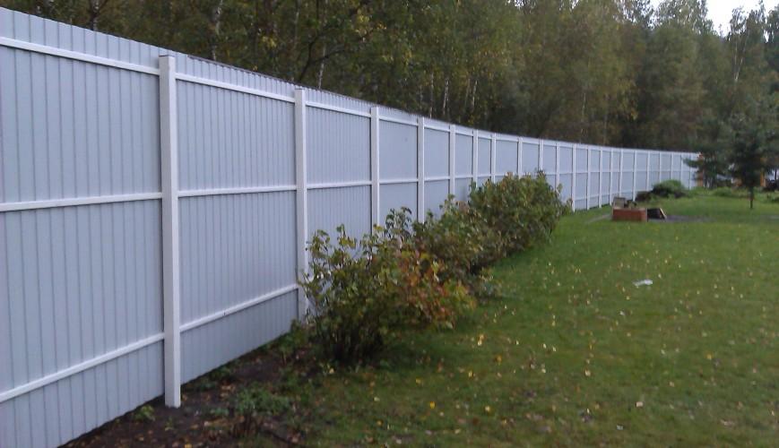 Забор из профнастила с односторонним полимерным покрытием RAL 3005 6005 8017 на 2-х, 3-х и 4-х металлических лагах: Столбы 60*60*2 в Москве и области