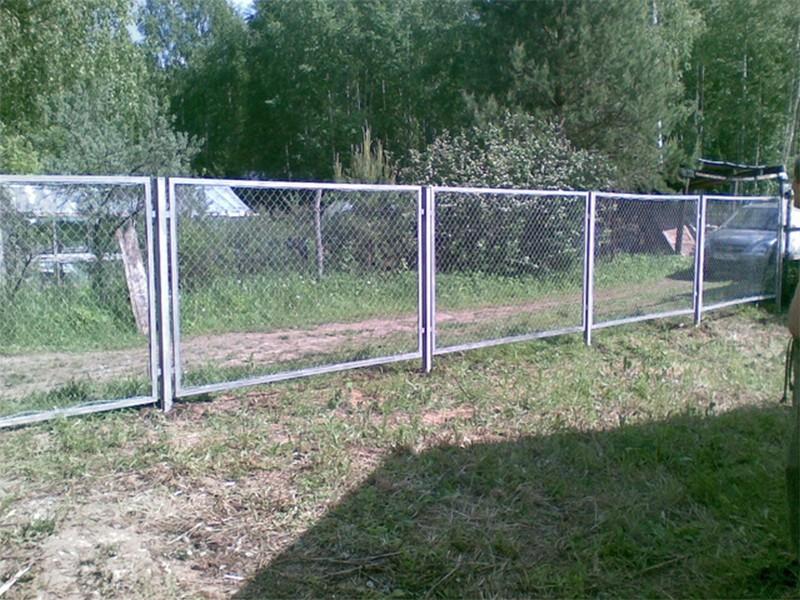 Забор из сетки-рабица в секциях (каркас из профильной трубы 40х20, сетка-рабица 50/50/2 мм.) в Москве и области